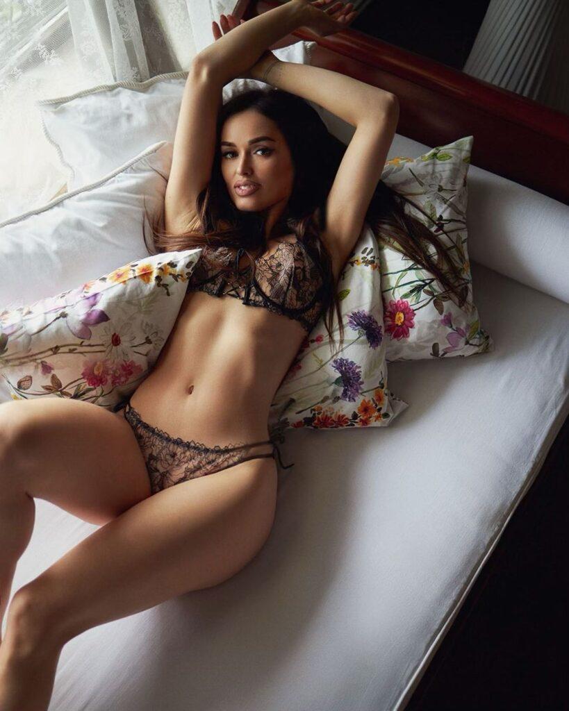 Hot Italian Woman